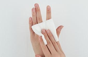 手指を消毒する