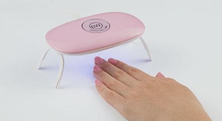 UV/LEDライトで硬化する(1回目)